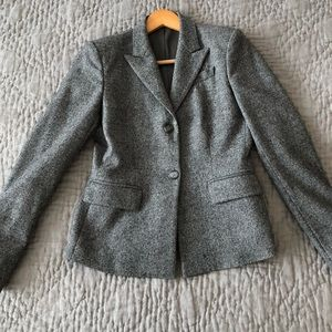 Stunning Theory wool suit blazer in size 2!